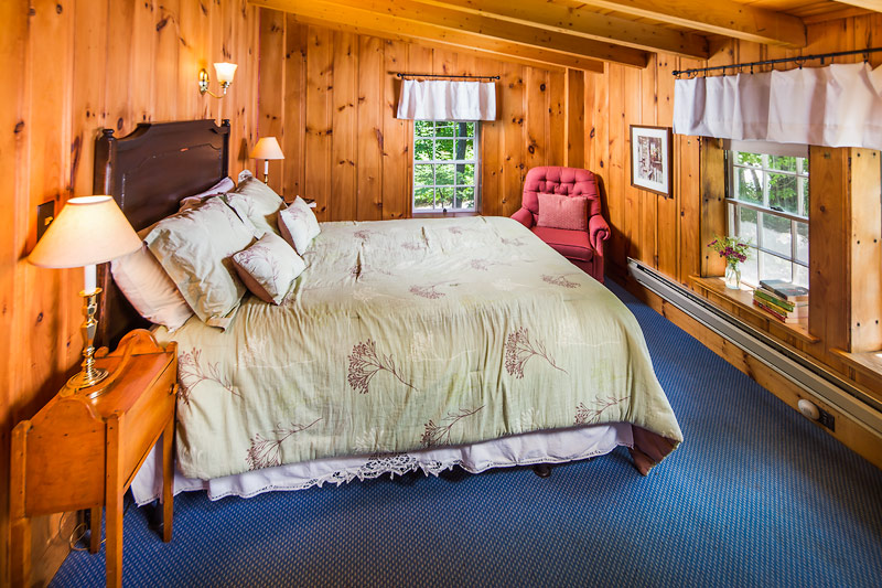 Carriage House Room 8